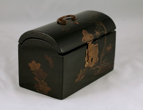 """Japanese lacquer box in """"pictorial"""" style.  - Asian Works of Art Style"""