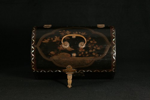 """Japanese lacquer box in """"Transition"""" style  - Asian Works of Art Style"""