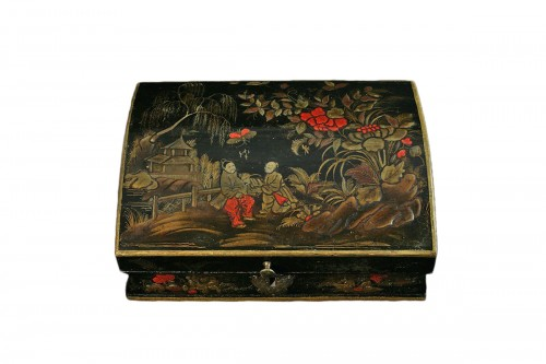 Vernis Martin wig box with decoration of two figures in a garden