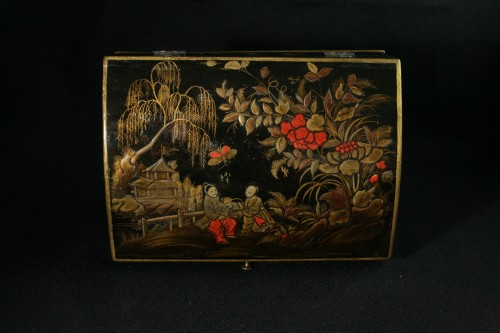 Decorative Objects  - Vernis Martin wig box with decoration of two figures in a garden