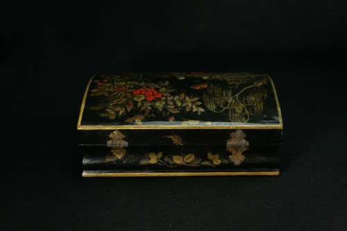 18th century - Vernis Martin wig box with decoration of two figures in a garden
