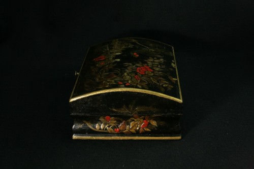 Vernis Martin wig box with decoration of two figures in a garden -