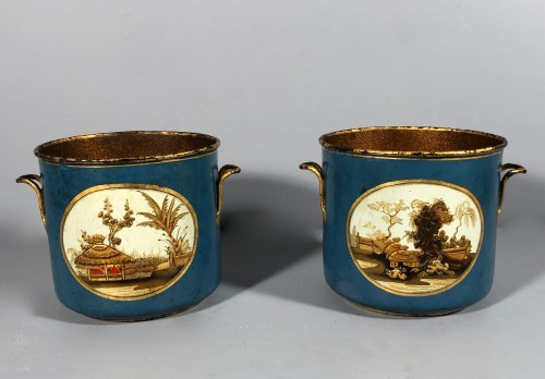 Rare pair of bucket bottles in blue Martin varnish, Paris circa 1770 - Decorative Objects Style Louis XV