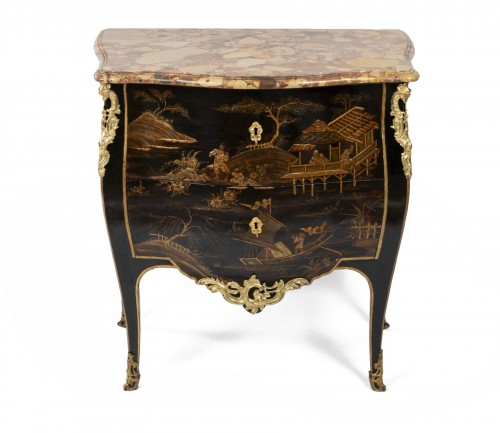 Jean Demoulin small commode in European lacquer, Paris circa 1750