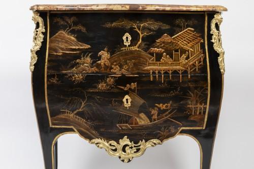 Jean Demoulin small commode in European lacquer, Paris circa 1750 - Furniture Style Louis XV