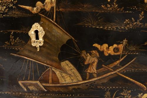 18th century - Jean Demoulin small commode in European lacquer, Paris circa 1750