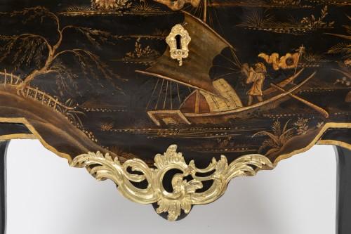 Louis XV - Jean Demoulin small commode in European lacquer, Paris circa 1750