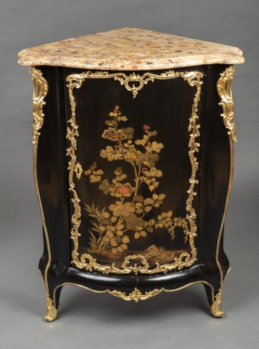 Furniture  - Pair of Japanese lacquer corner cupboards by Delorme, Paris circa 1750