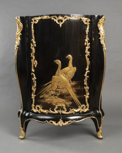 Pair of Japanese lacquer corner cupboards by Delorme, Paris circa 1750 -