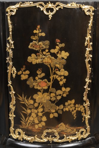 Antiquités - Pair of Japanese lacquer corner cupboards by Delorme, Paris circa 1750
