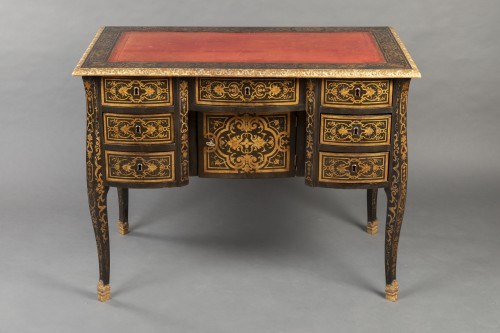 18th century - 18th Mazarin lacquered desk in imitation of Boulle marquetry