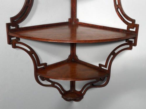 18th century - Pair of Anglo-Chinese style amaranth shelves, Paris circa 1765