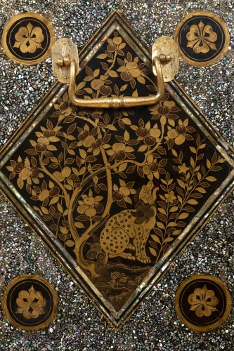 17th century - Namban Lacquer and mother-of-pearl cabinet, Japan circa 1600