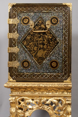 Antiquités - Namban Lacquer and mother-of-pearl cabinet, Japan circa 1600