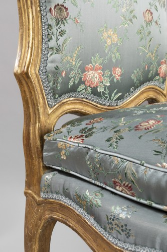 A Louis XV pair of giltwood chairs -