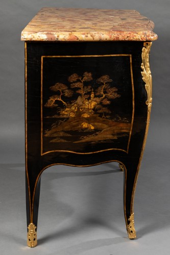 18th century - 18th European lacquer commode, P. Roussel,Paris circa 1765
