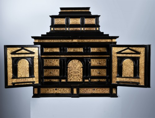 A 16th c. Nuremberg important ebony and brass cabinet - Furniture Style Renaissance