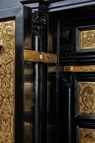 A 16th c. Nuremberg important ebony and brass cabinet - Renaissance