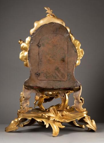 "Antiquités - An important Louis XV gilt bronze clock ""Commedia dell'arte"""