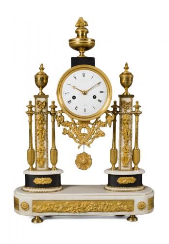 French Louis XVI period white Carrare marble clock