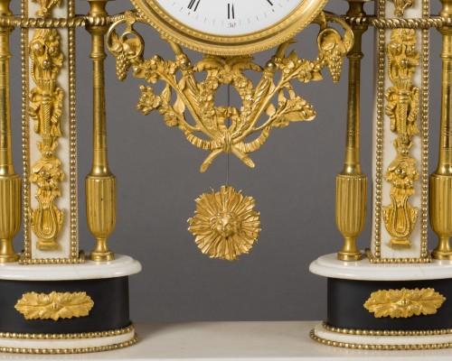 Louis XVI - French Louis XVI period white Carrare marble clock