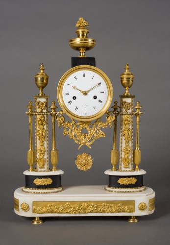 Antiquités - French Louis XVI period white Carrare marble clock