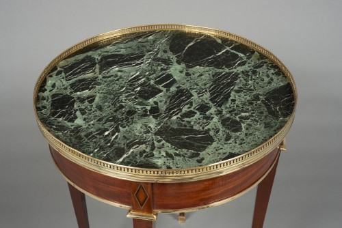 "Furniture  - Gilt-brass mounted mahogany guéridon ""bouillotte"" table Directoire, 18th c."