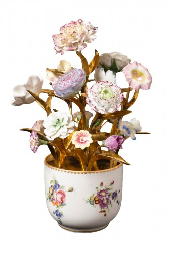 Sèvres, bouquet of porcelain flowers