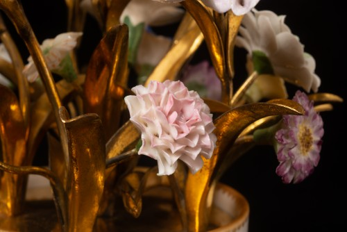 Antiquités - Sèvres, bouquet of porcelain flowers