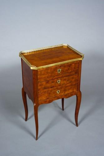 Table de salon chiffonnière Transition Louis XV-Louis XVI stamped COIGNIARD - Furniture Style Transition