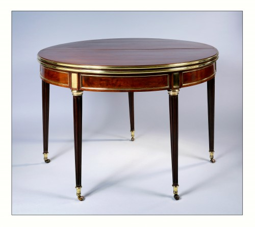 Semi round table convertible into dining table and game table, 18th century - Furniture Style Louis XVI