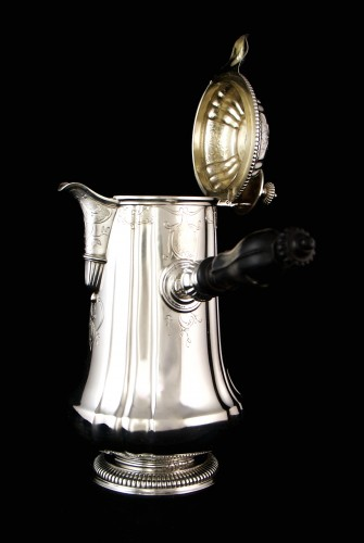 - CARDEILHAC, chocolate pot in solid silver and vermeil