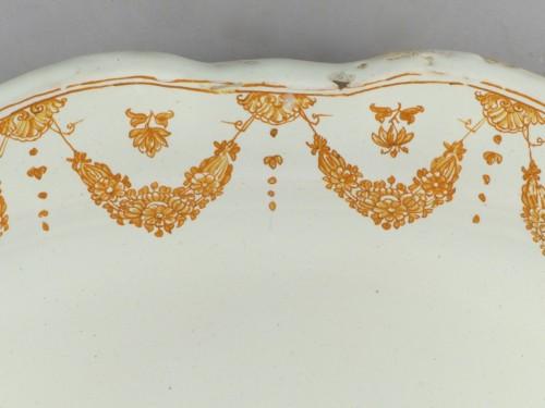 Porcelain & Faience  - Moustiers faience platter, 18th century