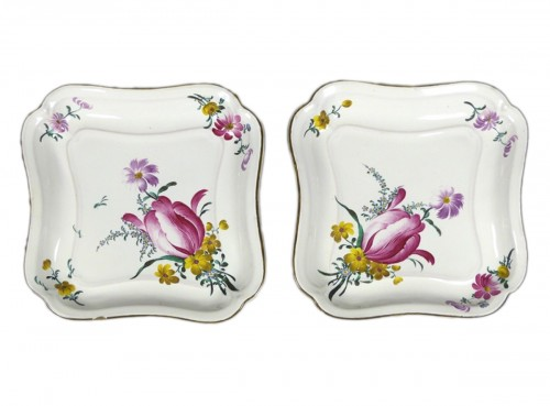 Pair of square faience dishes, Hannong 18th century