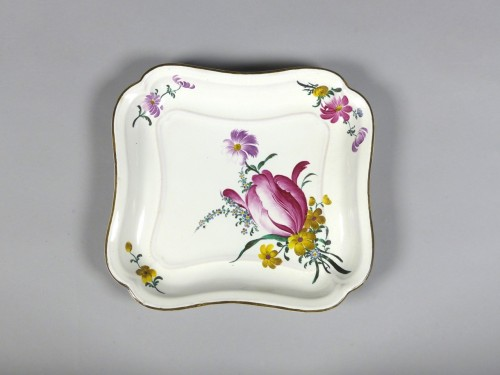 Pair of square faience dishes, Strasbourg Hannong 18th century - Porcelain & Faience Style Louis XV