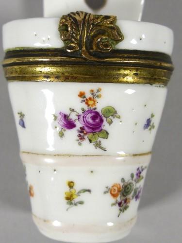 Porcelain & Faience  - Beauty spot box corca 1750