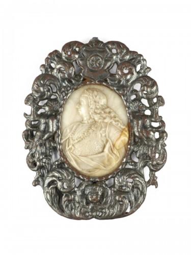 Alabaster medaillon