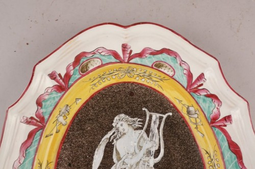 Faience dish with muse, East of France, early 19th century - Porcelain & Faience Style Restauration - Charles X