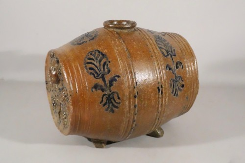 Porcelain & Faience  - Barrel vinegar maker