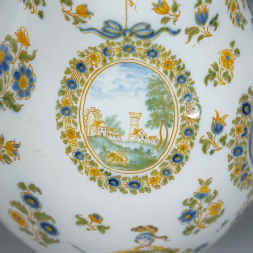 18th century - Picher in faience, Moustiers, Olérys
