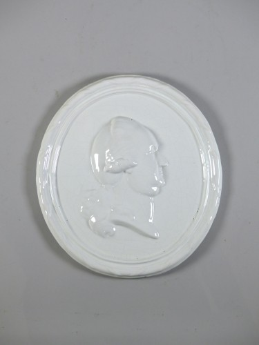 Faience medallion-portrait, Mosbach circa 1775 - Porcelain & Faience Style Transition