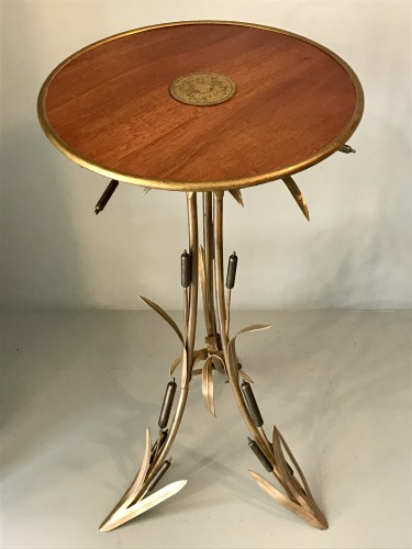 Furniture  - Pedestal table with reed decor
