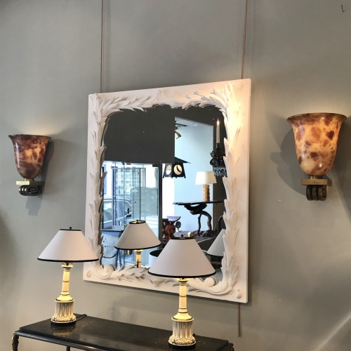 20th century - A pair of alabaster wall lightening vase