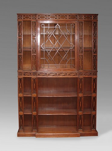 Pair of English showcases in neo-Chinese taste - Furniture Style