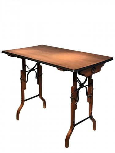 Table à mécanisme.