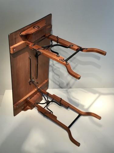 - Table à mécanisme.