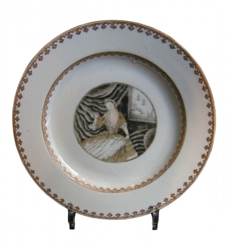 Porcelain plate decorated with grisaille and gold