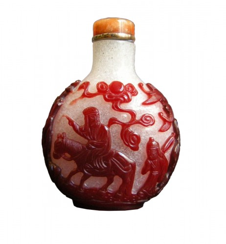 Snuff bottle glass red overlay - 1780/1820 -