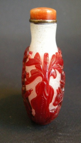 Asian Art & Antiques  - Snuff bottle glass red overlay - 1780/1820 -