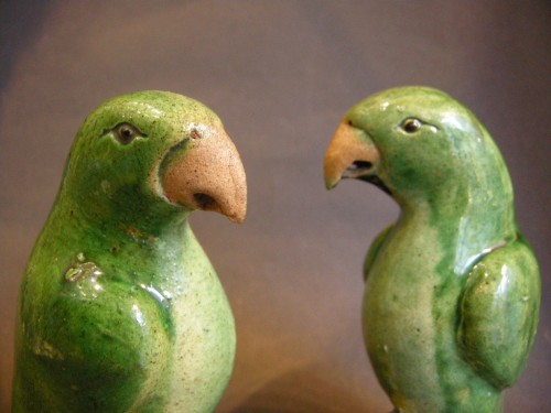 Pair of parrots biscuit Famille Verte - Kangxi - Asian Art & Antiques Style